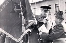 Вот этот миг, когда АВОКУ было вручено боевое знамя